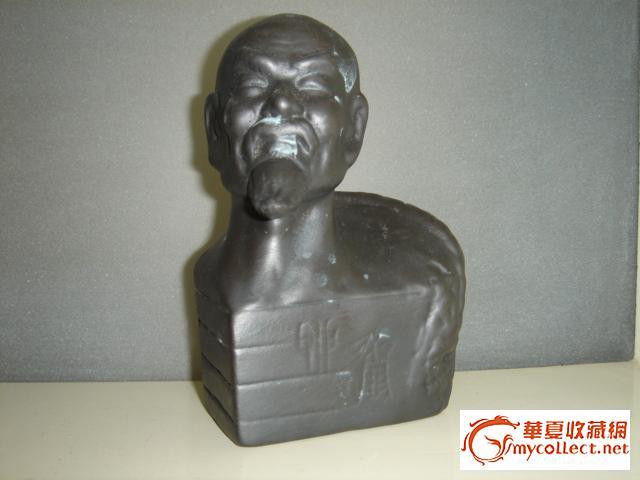 座落在青岛市城阳区,艺术馆内陈列和馆藏仇志海的雕塑,黑陶作品和图片