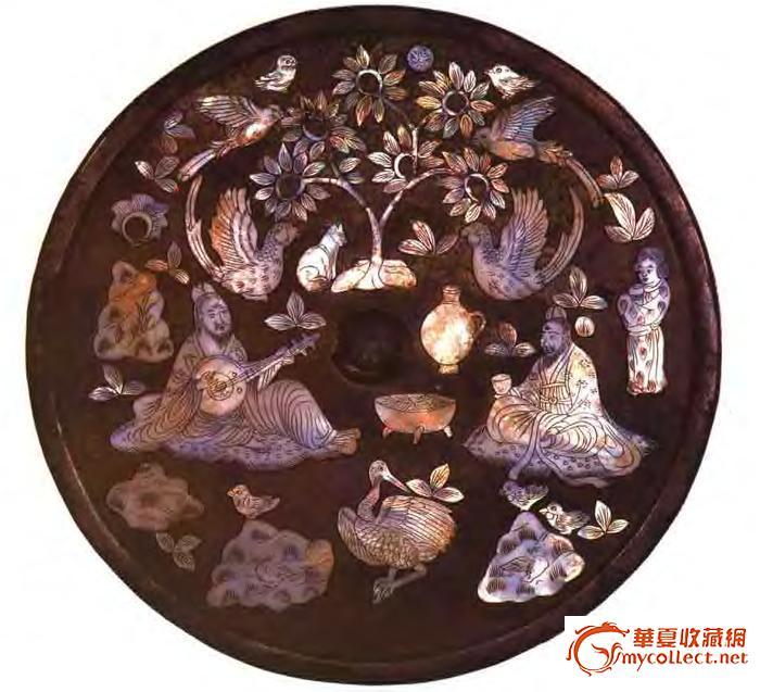 该镜风采迥异,雕刻精细,高士的顺发衣纹,鹤鸟的羽毛,花叶的脉络,均无