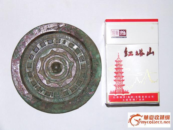 8厘米,厚5毫米,重量189克. 第二个是缠枝花纹战国镜,直径7.3厘米,厚1.