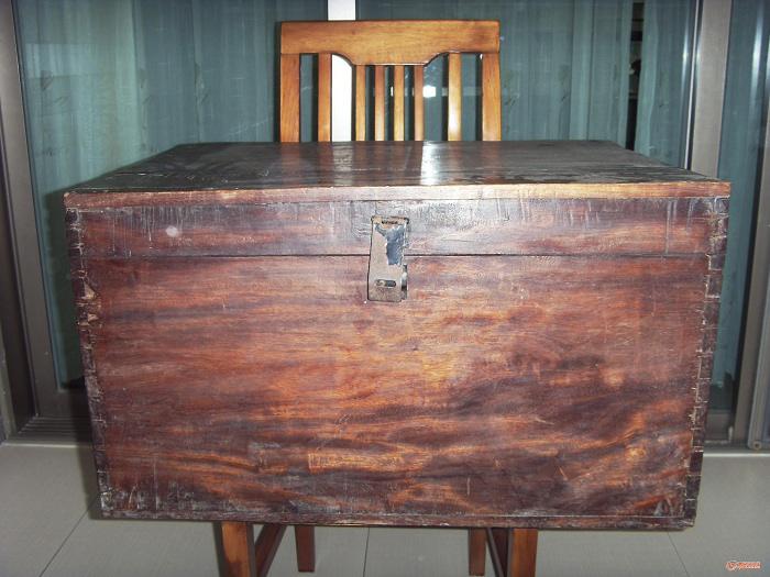 请鉴定此箱木质是否是海南花梨木