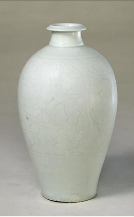 青白釉瓷胎体轻薄,所印,刻的花纹迎光透视,内外可见.