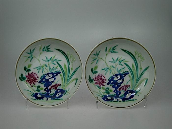 古代瓷器上兰花灵芝纹