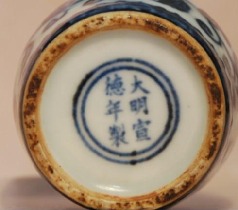 标签:青花瓷器]; 青花 缠枝花纹 小罐;; 这件青花瓷器是真是假
