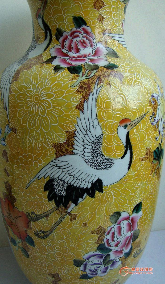 菊花法良黄釉上五彩鹤花纹大对瓶