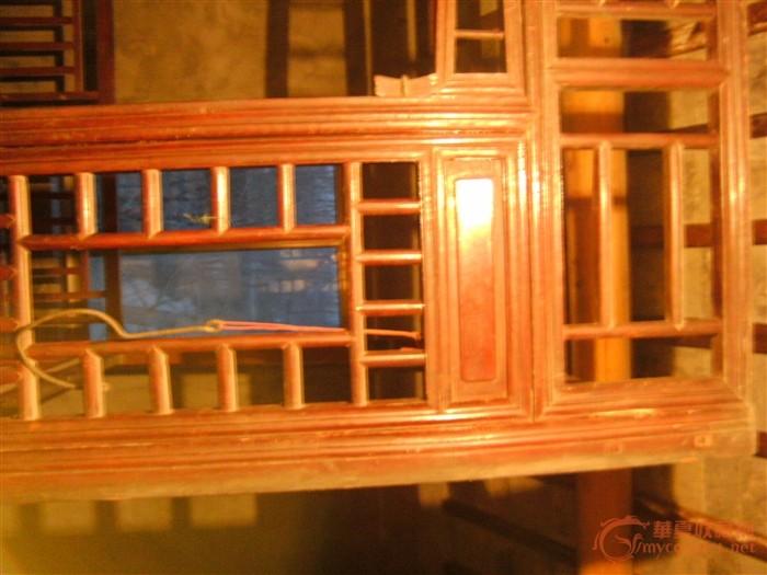 因装修要添置新家具 此古旧木床故要出手以腾出空间 木床长约2.2米 宽约1.5米 高约2.1米 踏板长约2.2米 宽约0.71米 高约0.16米 木床绝对实在结实 床材质木头很重 不知道是什么木头打造的 自估底价3500元 不知高了还是低了 喜欢的可电话联系 15850684221 051484433239 王