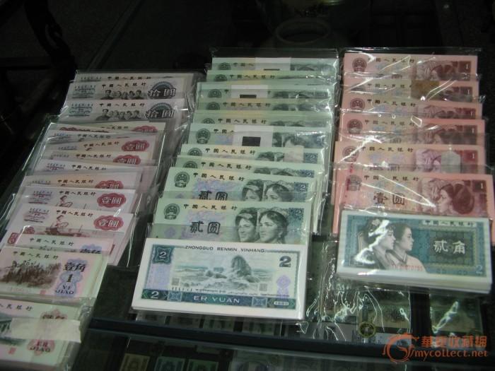 实拍一堆钱的照片_一堆钱图片;