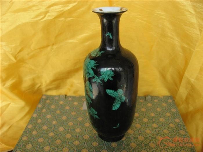 清光绪墨地绿彩花纹绘花瓶