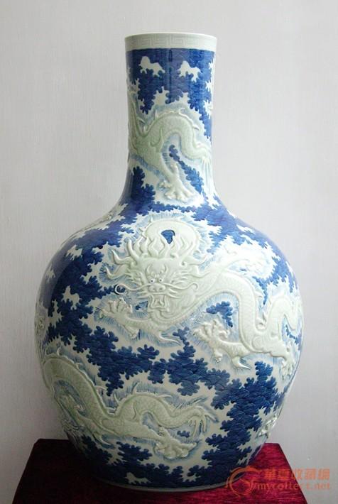 浮雕青花龙纹天球瓶(豆青釉龙纹浮雕)图片