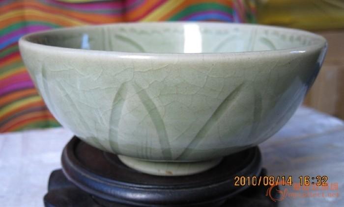 龙泉青瓷刻花小碗