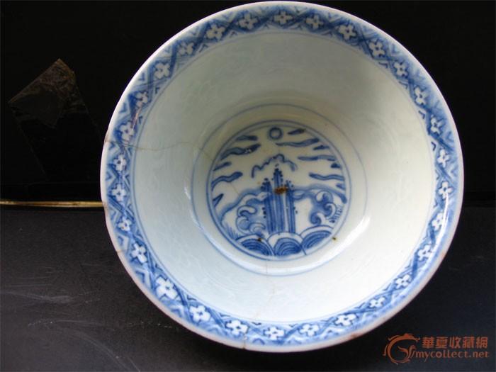 明嘉靖青花寿山福海纹碗