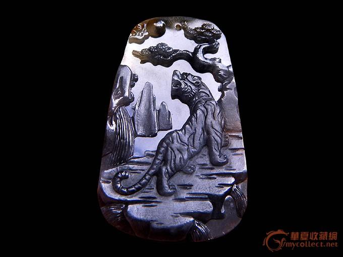 少见带款作品:雕刻在翡翠上的老虎作品画《虎虎生威》