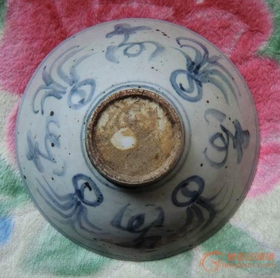 """这个青花斗笠碗,碗内有""""福禄""""二字,但不知道产于什么朝代,什么地方,有图片"""