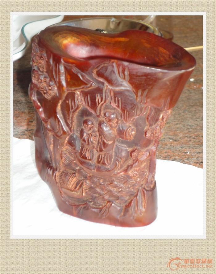 """犀牛角杯重60余克,雕刻有人物,松树,山水,船,凉亭等等,底刻有""""宫制""""字"""