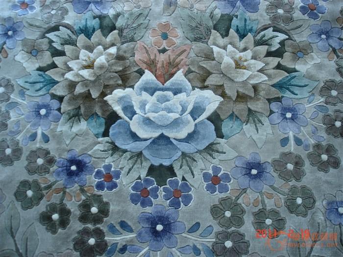 后来因为一次地毯的花纹颜色错了一条线就倒闭了