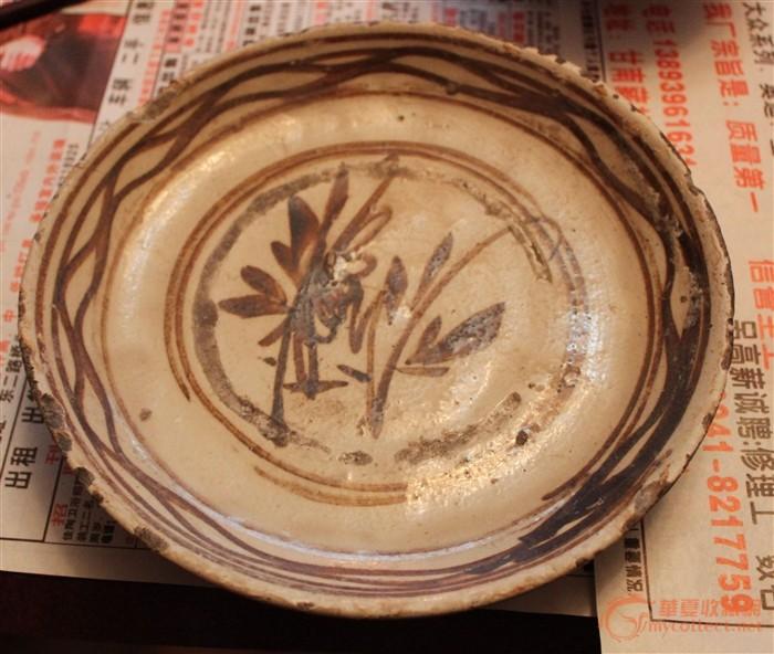 说是明朝瓷器,根据花纹来看,现代风格