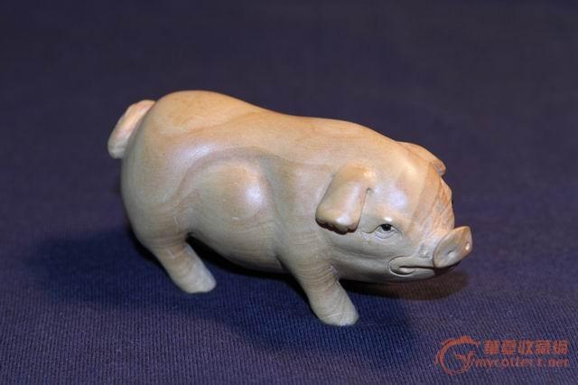 一对木雕小猪