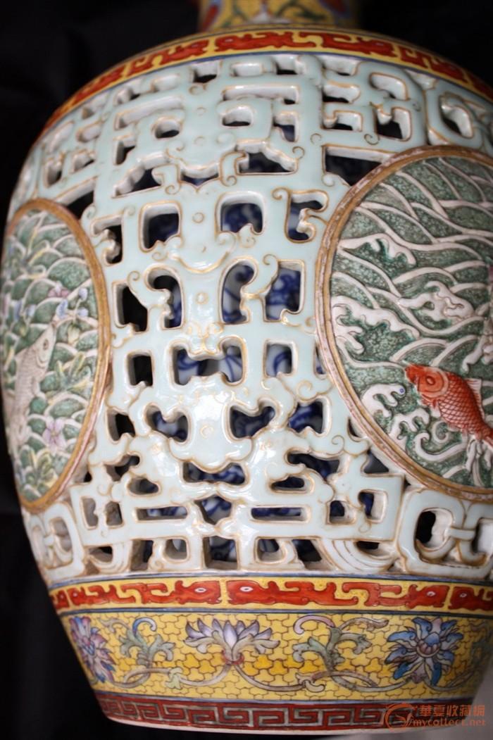 吉庆有余 洋彩描金透雕浮雕 青花缠枝莲套瓶