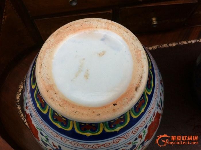 老瓷器盘子与动物瓷