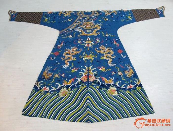 清代 蓝地金绣蟒袍