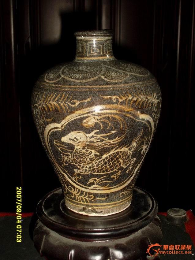 吉州窑褐釉开光鹿纹牡丹梅瓶