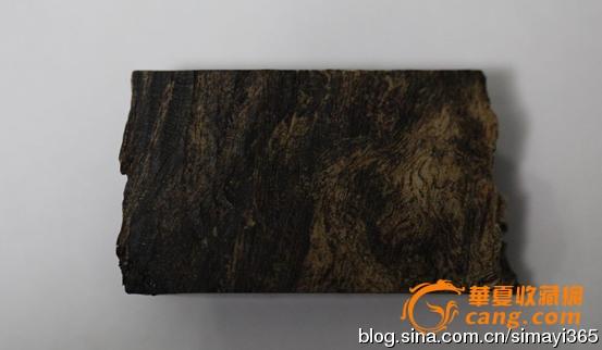 纹理油线和天然沉香类似的木头进行高压泡油等方式制