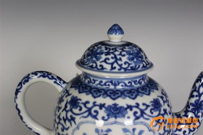 大清乾隆年制青花茶壶图片