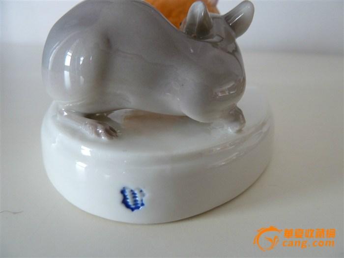 一对可爱的瓷老鼠