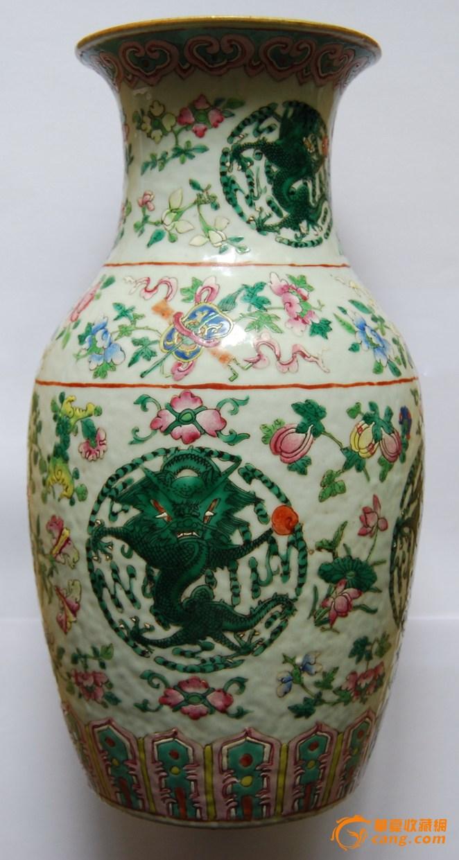 粉彩加绿釉团龙花卉纹瓶