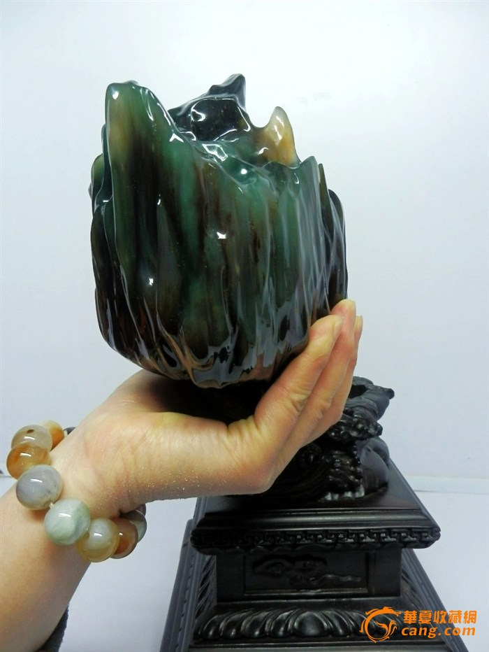 一件缅甸树化玉老坑冰种满绿收藏极品木化玉精品