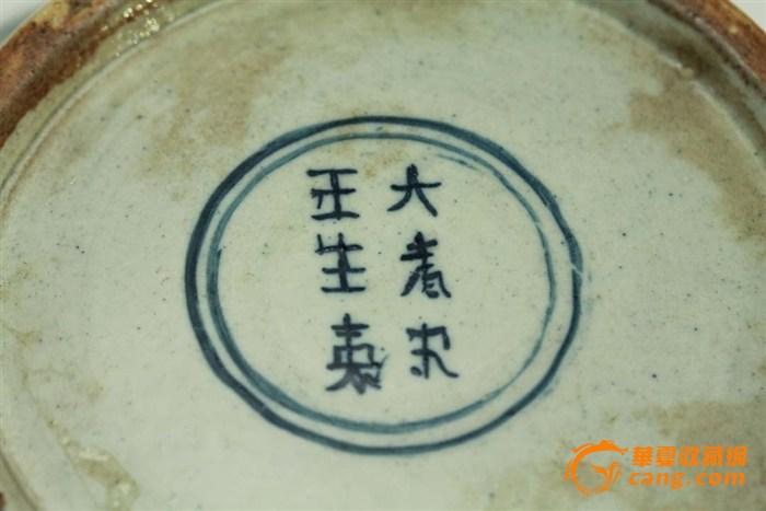 缠枝牡丹花纹青花罐