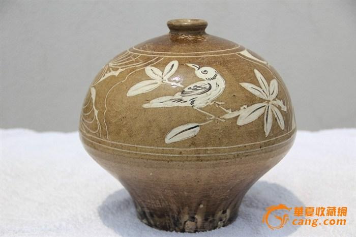 北宋磁州窑(西夏瓷)黄地黑彩剔刻花诗画纹嘟噜瓶(梅瓶)