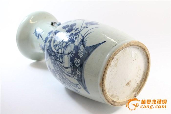 清豆青釉凤凰花纹瓶一只