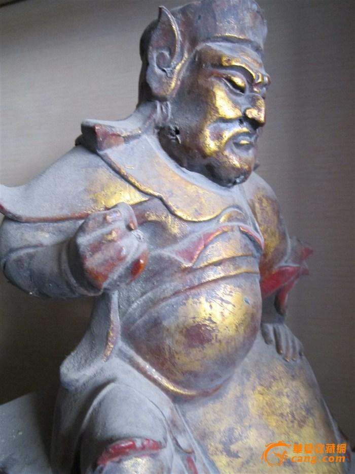 木雕护法神像