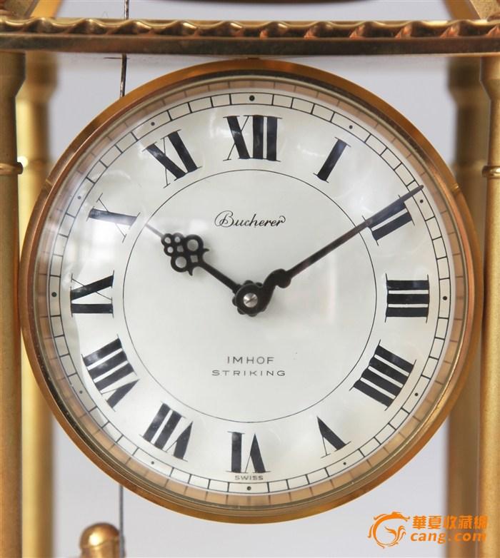 这是一款制作于上世纪六十年代的金属动偶钟,由瑞士著名的钟表制作公司宝齐莱(Bucherer)设计制作。选用了瑞士阿姆霍夫(IMHOF)大力矩的8天动力细马机芯,每逢半点、整点时钟会报点,铜丝驱动钟锤上摆后落下敲击铜铃打鸣,下方僧侣铜偶配合动作。本款产品采用精铜打磨镀金制造,制作精巧、工艺精良,特上传与各位师友一起分享。钟体尺寸:11.