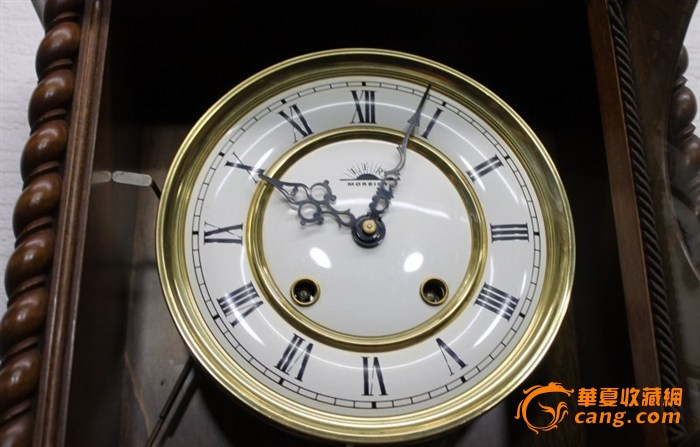 在半小时报时和整点报时这是一个非常吸引人的时钟.   时钟可以放置图片
