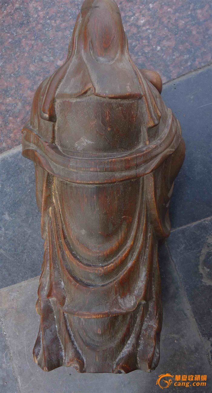 木头雕刻的人物