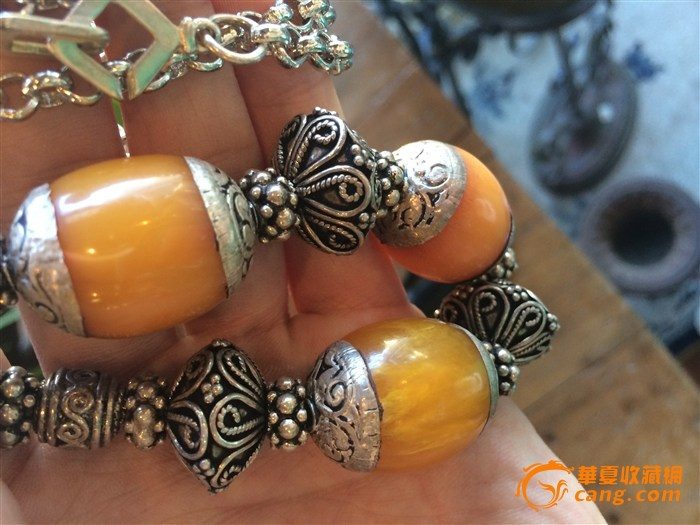 一串镶嵌的蜜蜡手链求鉴定 高清图片
