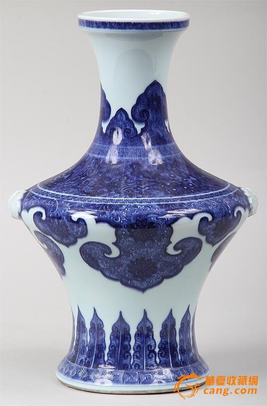 一个青花芭蕉吉祥云纹动物耳花瓶.35/24cm