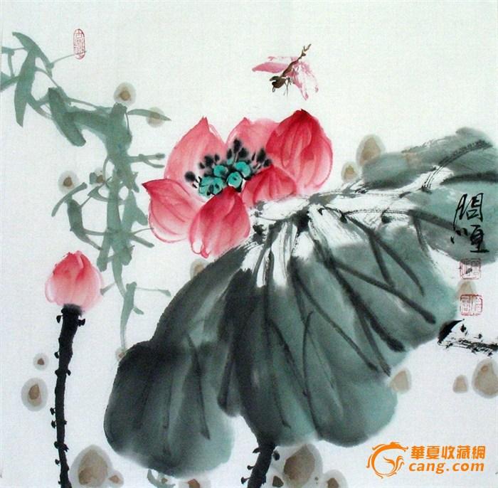 【规格】:小斗方(45x45cm)【材质】:宣纸,画芯未裱,无框。【作者简介】:问恒,原名蒋莉。广西桂林人。毕业于工艺美术专业。曾参与创作多项工艺美术旅游品的设计及绘制,自幼热爱美术,对中国传统的绘画艺术有着执着而浓厚的兴趣,喜爱绘画,擅长国画写意花鸟,画面用笔洒脱灵动,清新雅丽,墨韵墨色层次丰富而多变,色彩艳丽而不俗语媚,笔墨透着浓郁的清幽淡雅之文气,传达出古意盎然之情怀。颇受各界人士喜爱。