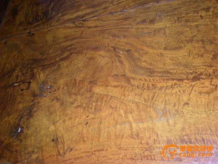 家里吃饭的桌子 木质?