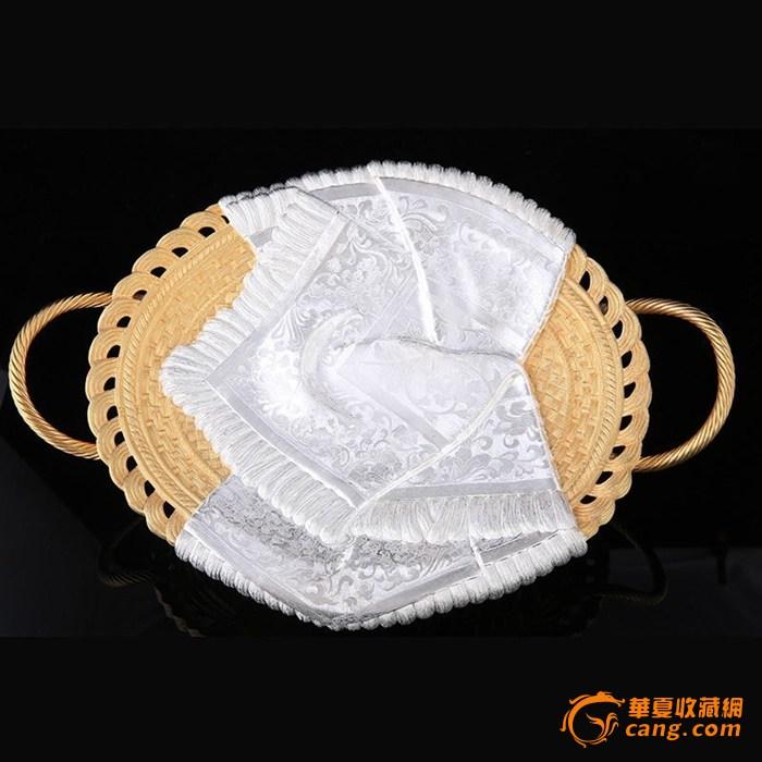 """习近平/""""和美""""纯银丝巾果盘造型仿制于中国传统的竹编果篮,其上披一..."""